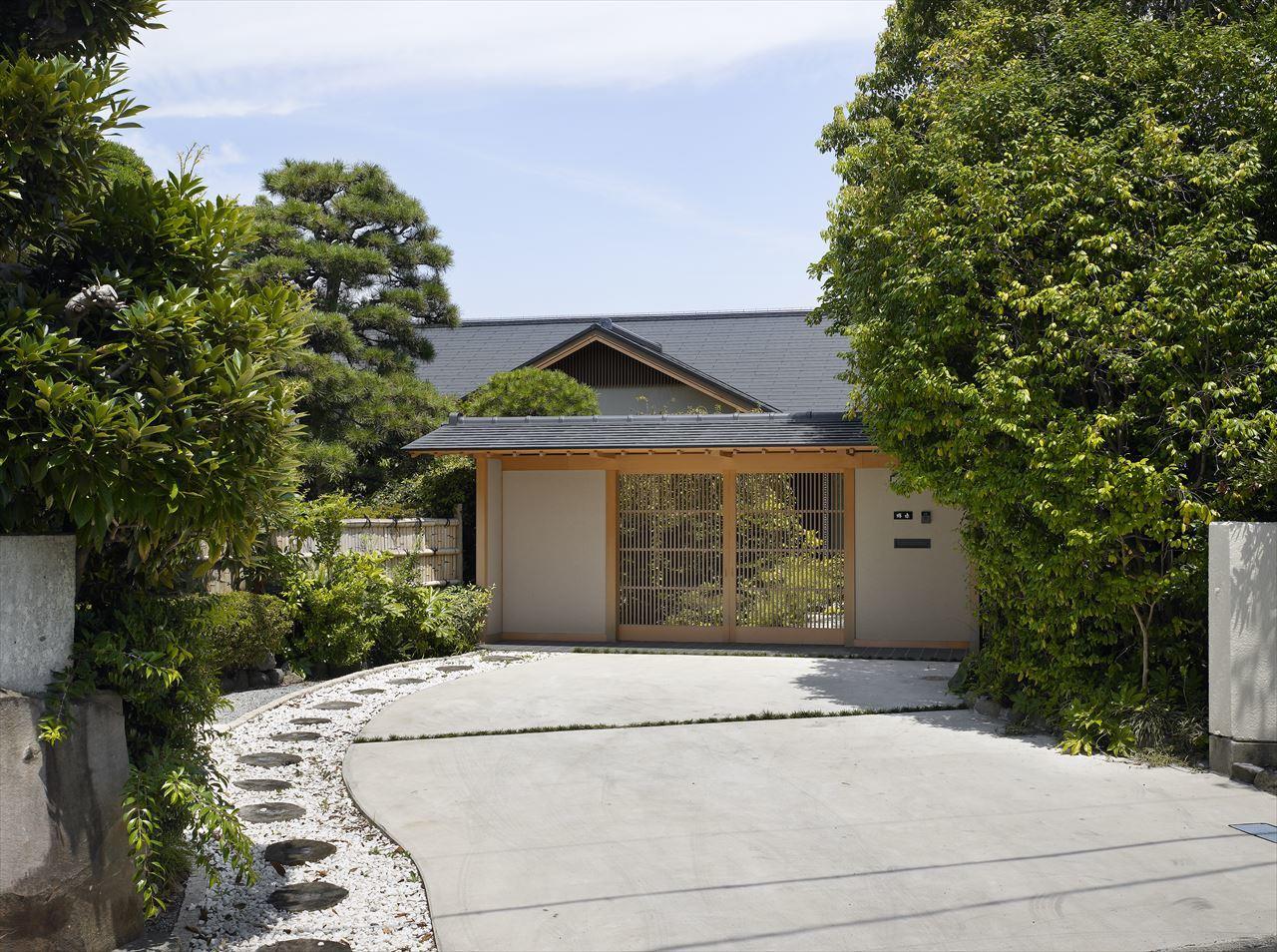 千本松原に囲まれた家